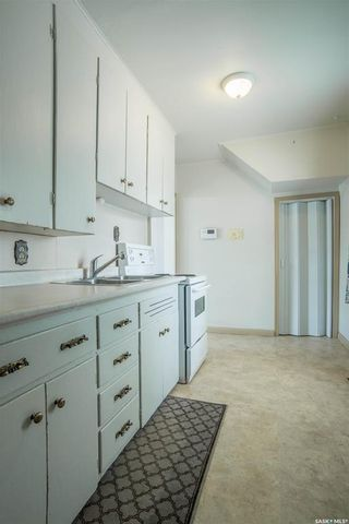 Photo 9: 401 Vancouver Avenue South in Saskatoon: Meadowgreen Residential for sale : MLS®# SK870844