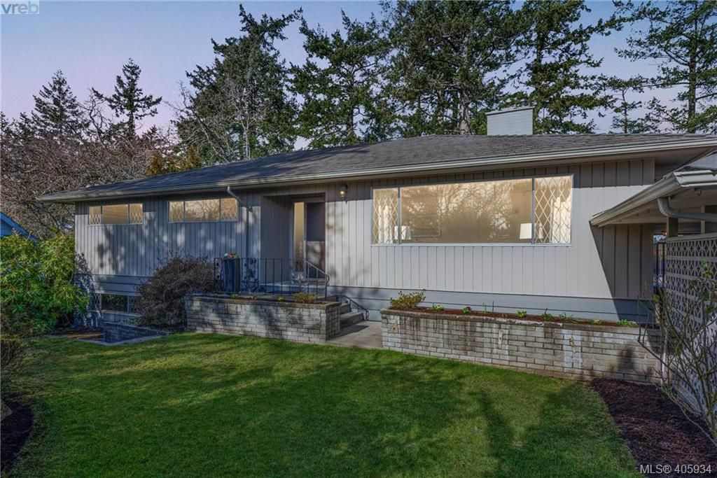 Main Photo: 1116 Nicholson St in VICTORIA: SE Lake Hill House for sale (Saanich East)  : MLS®# 806715