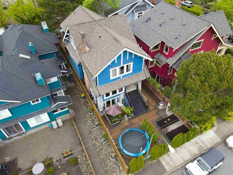 FEATURED LISTING: 3311 - 3315 7TH Avenue West Vancouver