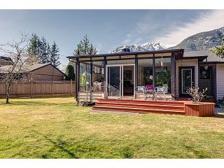 """Photo 9: 41550 GOVERNMENT Road in Squamish: Brackendale House for sale in """"BRACKENDALE"""" : MLS®# V1051640"""