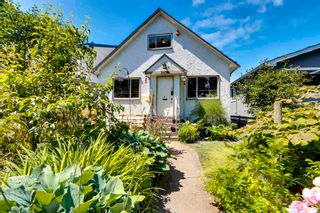 Photo 1: 2979 VICTORIA Drive in Vancouver: Grandview Woodland House for sale (Vancouver East)  : MLS®# R2595184
