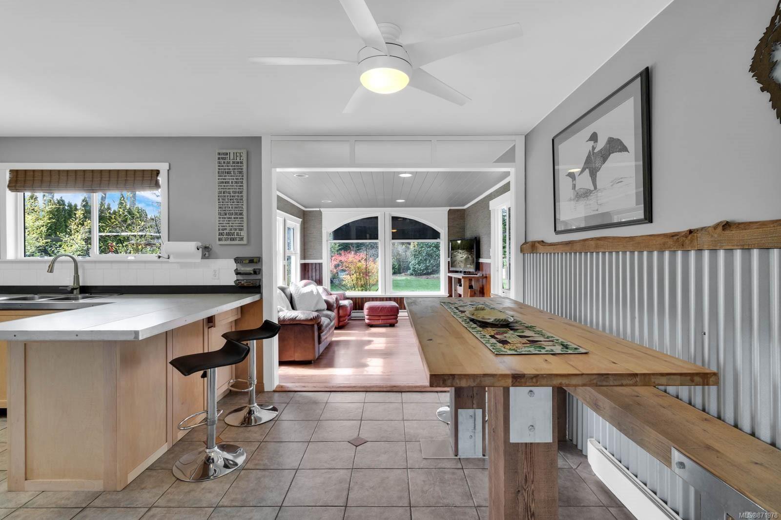 Photo 5: Photos: 1539 Chilcotin Cres in : CV Comox (Town of) House for sale (Comox Valley)  : MLS®# 871978