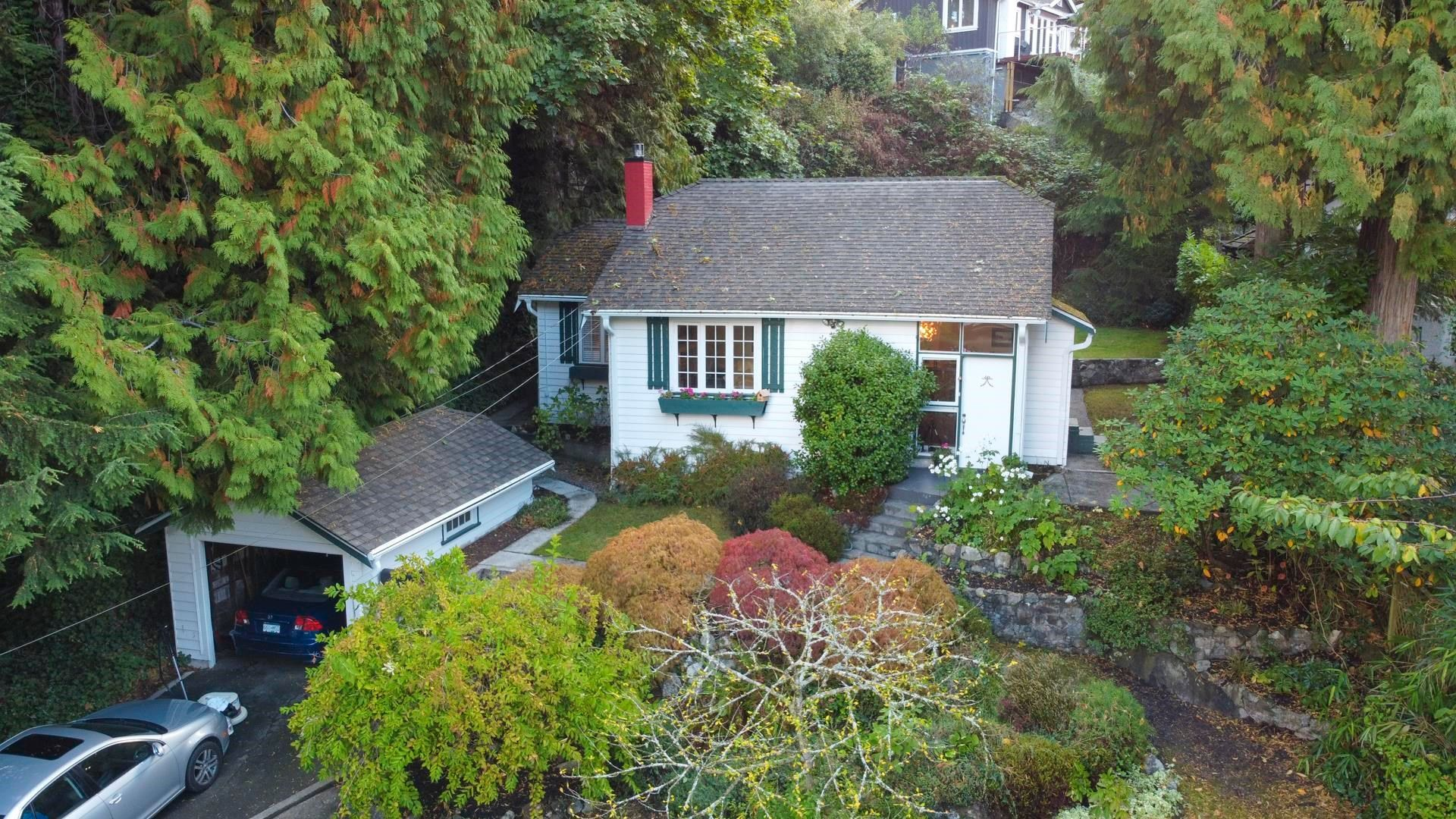 Main Photo: 5752 TELEGRAPH Trail in West Vancouver: Eagle Harbour House for sale : MLS®# R2622904