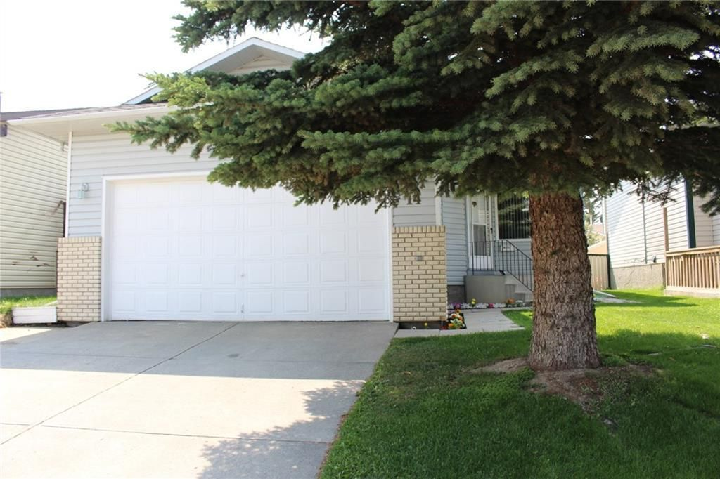 Main Photo: 14 PASADENA Garden NE in Calgary: Monterey Park Detached for sale : MLS®# C4198609