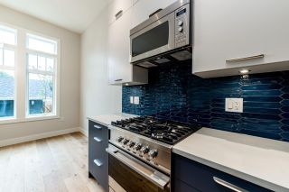 Photo 8: 941 E 24TH Avenue in Vancouver: Fraser VE 1/2 Duplex for sale (Vancouver East)  : MLS®# R2407771