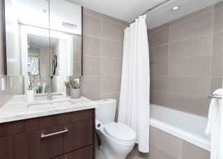 """Photo 12: 557 168 W 1ST Avenue in Vancouver: False Creek Condo for sale in """"WALL CENTRE FALSE CREEK WEST TOWER"""" (Vancouver West)  : MLS®# R2372215"""
