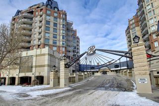 Main Photo: 404 1726 14 Avenue NW in Calgary: Hounsfield Heights/Briar Hill Apartment for sale : MLS®# A1068836