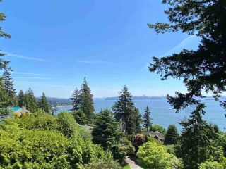 """Photo 3: 485 HAYES Street in West Vancouver: West Bay House for sale in """"West Bay"""" : MLS®# R2582198"""
