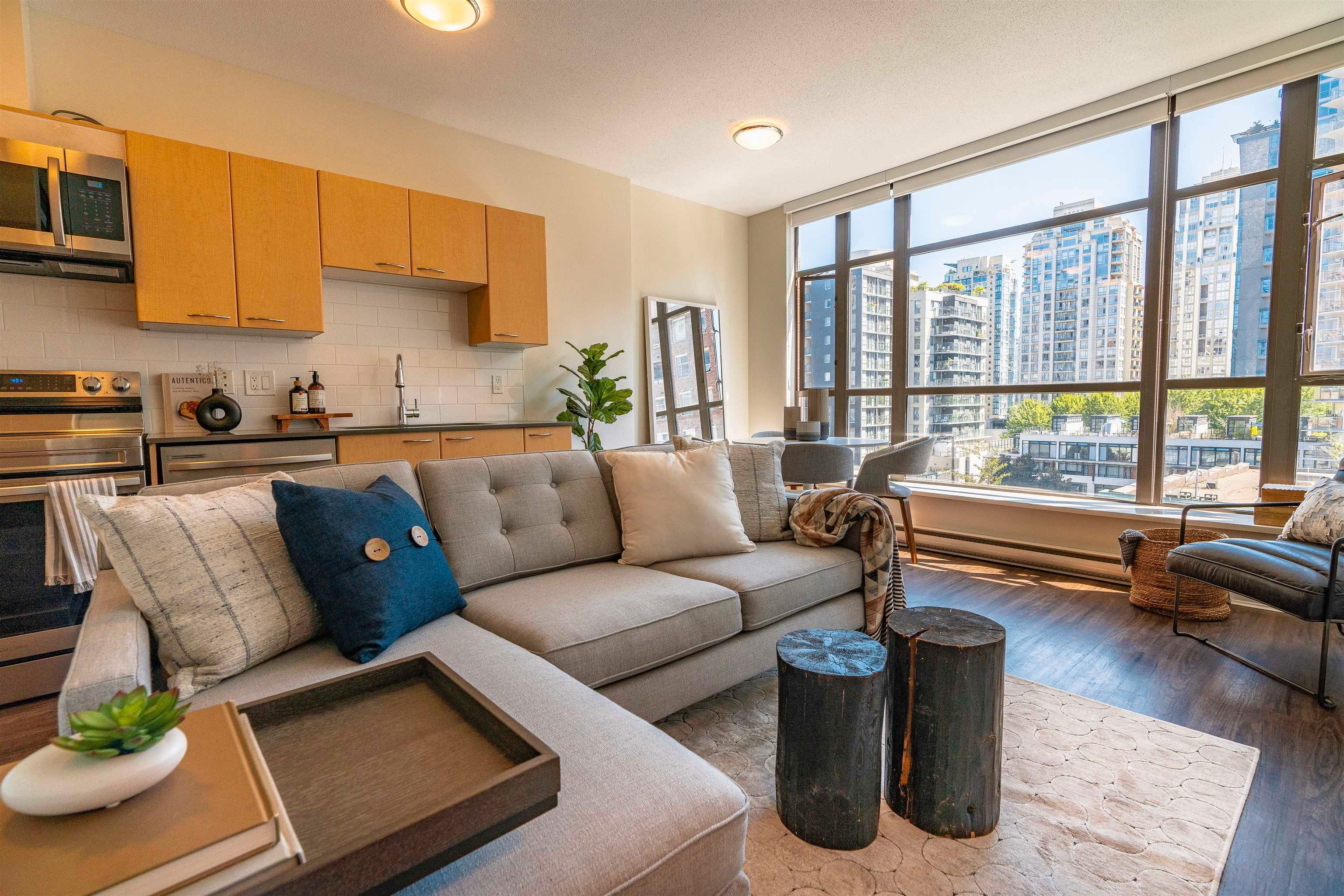 """Main Photo: 607 1249 GRANVILLE Street in Vancouver: Downtown VW Condo for sale in """"The Lex"""" (Vancouver West)  : MLS®# R2625490"""