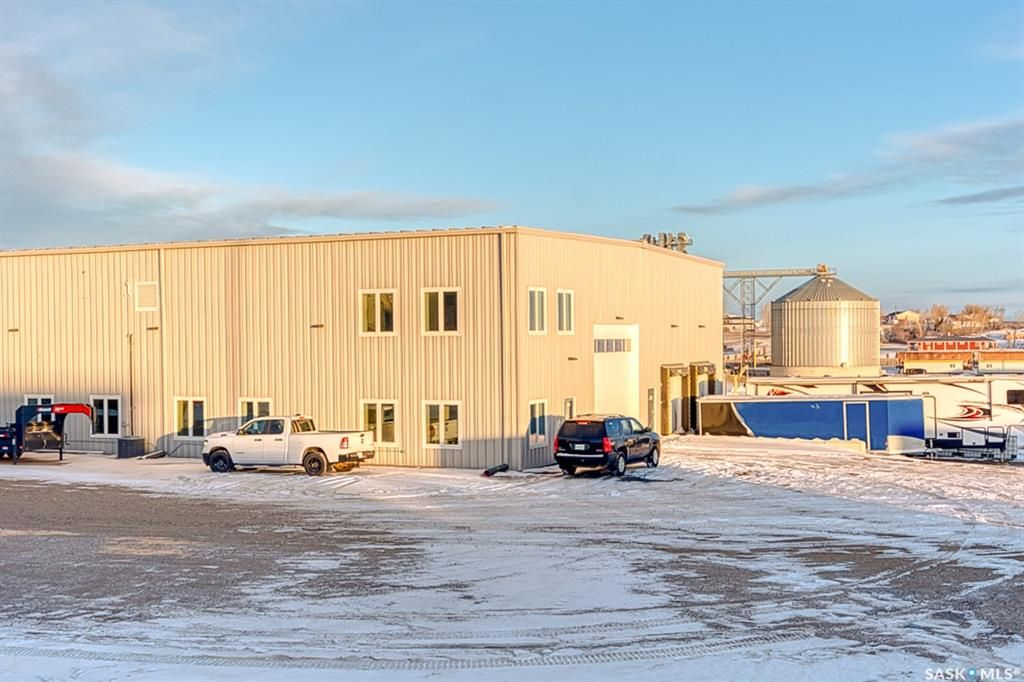 Main Photo: 844 Snyder Road in Moose Jaw: Hillcrest MJ Commercial for lease : MLS®# SK839610