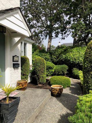 Photo 2: 1682 Beach Dr in : OB North Oak Bay House for sale (Oak Bay)  : MLS®# 871639