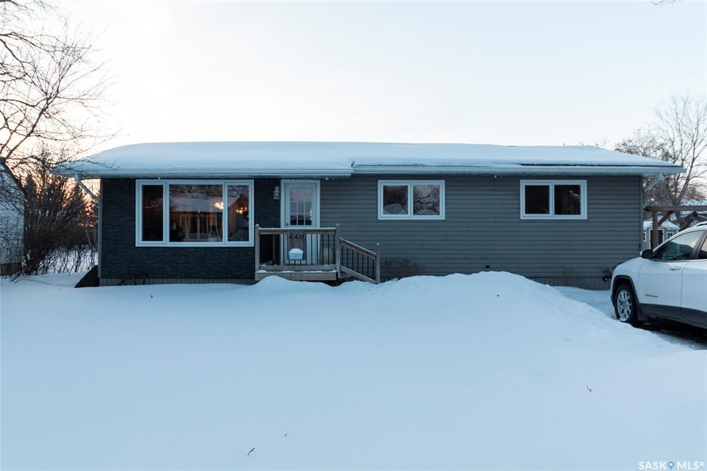 Main Photo: 440 Andrew Street in Asquith: Residential for sale : MLS®# SK840253