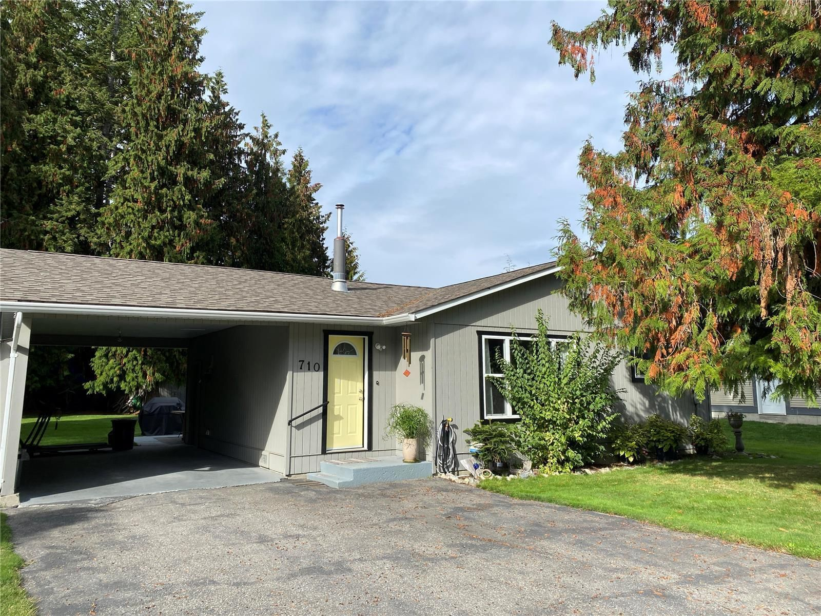Main Photo: 710 Hemlock Crescent, S in Sicamous: House for sale : MLS®# 10240981
