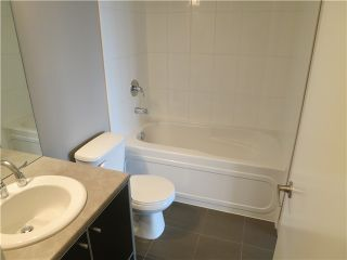 Photo 8: 2106 9981 WHALLEY Boulevard in Surrey: Whalley Condo for sale (North Surrey)  : MLS®# R2381088