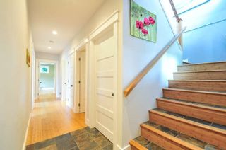 Photo 2: 1331 129A STREET in Surrey: Crescent Bch Ocean Pk. Home for sale ()  : MLS®# R2007596