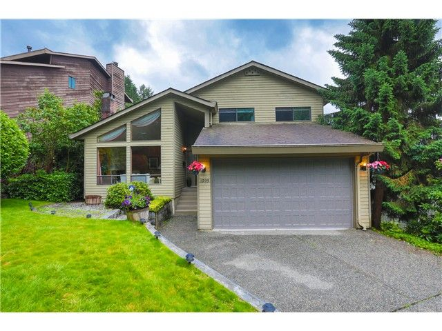 Main Photo: 1293 CHARTER HILL Drive in Coquitlam: Upper Eagle Ridge House for sale : MLS®# V1126363
