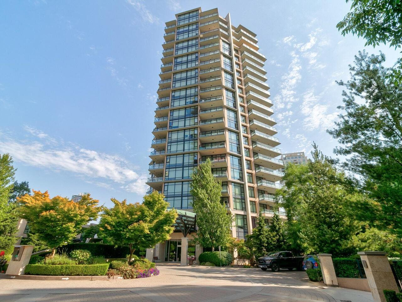 Main Photo: 801 6168 WILSON Avenue in Burnaby: Metrotown Condo for sale (Burnaby South)  : MLS®# R2607303