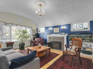 """Photo 2: 2185 COLLINGWOOD Street in Vancouver: Kitsilano House for sale in """"Kitsilano"""" (Vancouver West)  : MLS®# R2311078"""