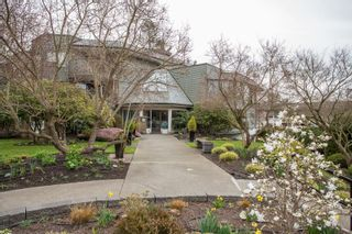 """Main Photo: 208 14950 THRIFT Avenue: White Rock Condo for sale in """"THE MONTEREY"""" (South Surrey White Rock)  : MLS®# R2559101"""