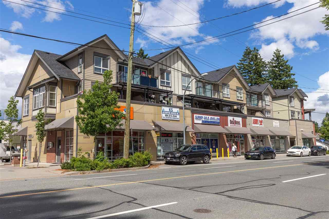 Main Photo: 214 32083 HILLCREST Avenue in Abbotsford: Abbotsford West Townhouse for sale : MLS®# R2590697