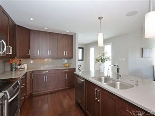 Photo 6: 800 Summerwood Pl in VICTORIA: SE Broadmead House for sale (Saanich East)  : MLS®# 695460