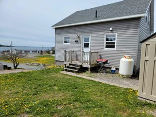 Photo 2: 10 Beatrice Street in Louisbourg: 206-Louisbourg Residential for sale (Cape Breton)  : MLS®# 202113603