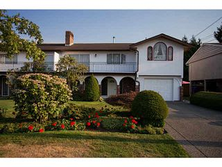 Photo 2: 5528 MAPLE Crescent in Ladner: Delta Manor 1/2 Duplex for sale : MLS®# V1138909
