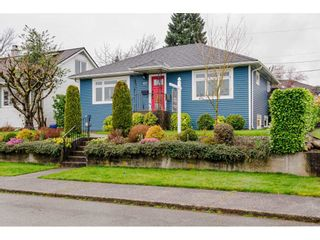 "Photo 2: 927 LAUREL Street in New Westminster: The Heights NW House for sale in ""THE HEIGHTS"" : MLS®# R2554863"