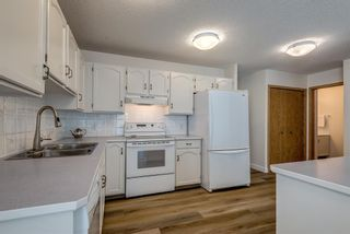 Photo 7: 150 Somervale Point SW in Calgary: Somerset Row/Townhouse for sale : MLS®# A1130189