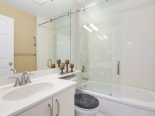 """Photo 11: PH10 511 W 7TH Avenue in Vancouver: Fairview VW Condo for sale in """"BEVERLY GARDENS"""" (Vancouver West)  : MLS®# R2156639"""