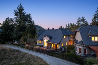 Photo 3: 2220 Island Falls Pl in : La Bear Mountain House for sale (Langford)  : MLS®# 864160