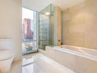 "Photo 20: 806 8 SMITHE Mews in Vancouver: Yaletown Condo for sale in ""FLAGSHIP"" (Vancouver West)  : MLS®# R2549159"