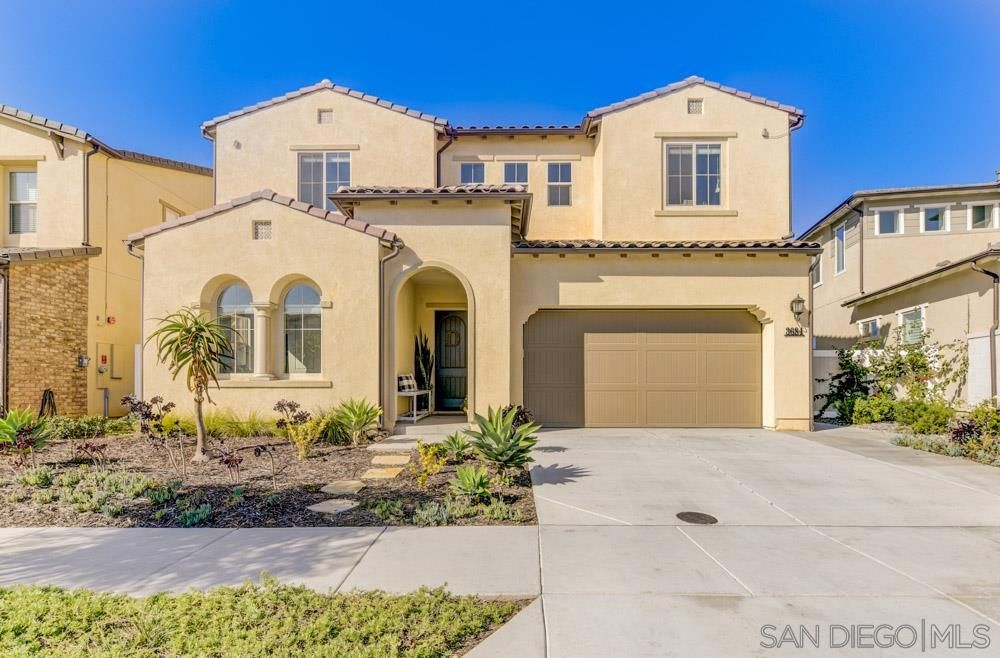 Main Photo: SAN DIEGO House for sale : 6 bedrooms : 3684 Tavara Circle