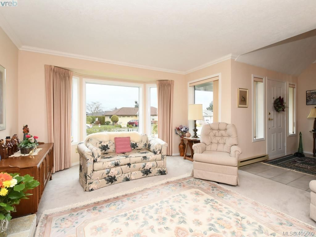 Photo 2: Photos: 6586 Bella Vista Dr in VICTORIA: CS Tanner House for sale (Central Saanich)  : MLS®# 805969