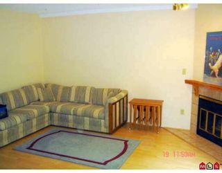 """Photo 4: 104 5921 177B Street in Surrey: Cloverdale BC Townhouse for sale in """"THE GABLES"""" (Cloverdale)  : MLS®# F2904968"""
