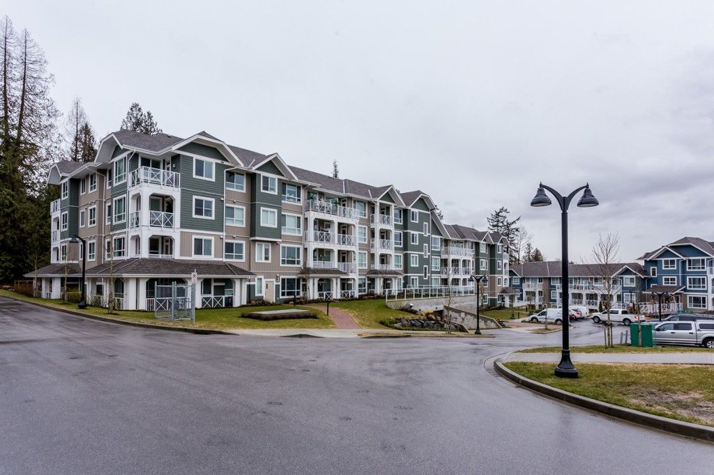 """Main Photo: # 414 -16388 64 Avenue in Surrey: Cloverdale BC Condo for sale in """"THE RIDGE AT BOSE FARMS"""" (Cloverdale)  : MLS®# R2143424"""