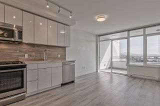 Photo 5: 308 200 NELSON'S CRESCENT in New Westminster: Sapperton Condo for sale : MLS®# R2449730
