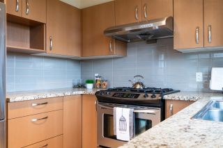 """Photo 11: 416 9299 TOMICKI Avenue in Richmond: West Cambie Condo for sale in """"MERIDIAN GATE"""" : MLS®# R2517614"""