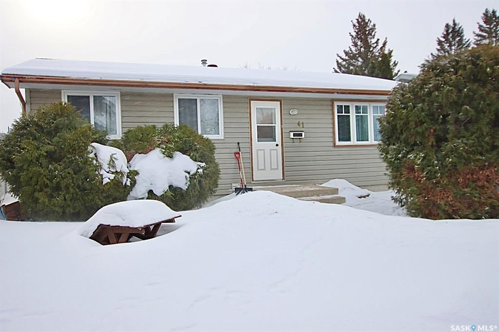 Main Photo: 41 Tupper Crescent in Saskatoon: Confederation Park Residential for sale : MLS®# SK841213
