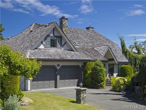 Main Photo: 803 Piermont Pl in VICTORIA: Vi Rockland House for sale (Victoria)  : MLS®# 654203