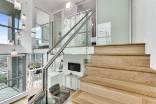 "Photo 2: 1207 1238 RICHARDS Street in Vancouver: Yaletown Condo for sale in ""Metropolis"" (Vancouver West)  : MLS®# R2515222"