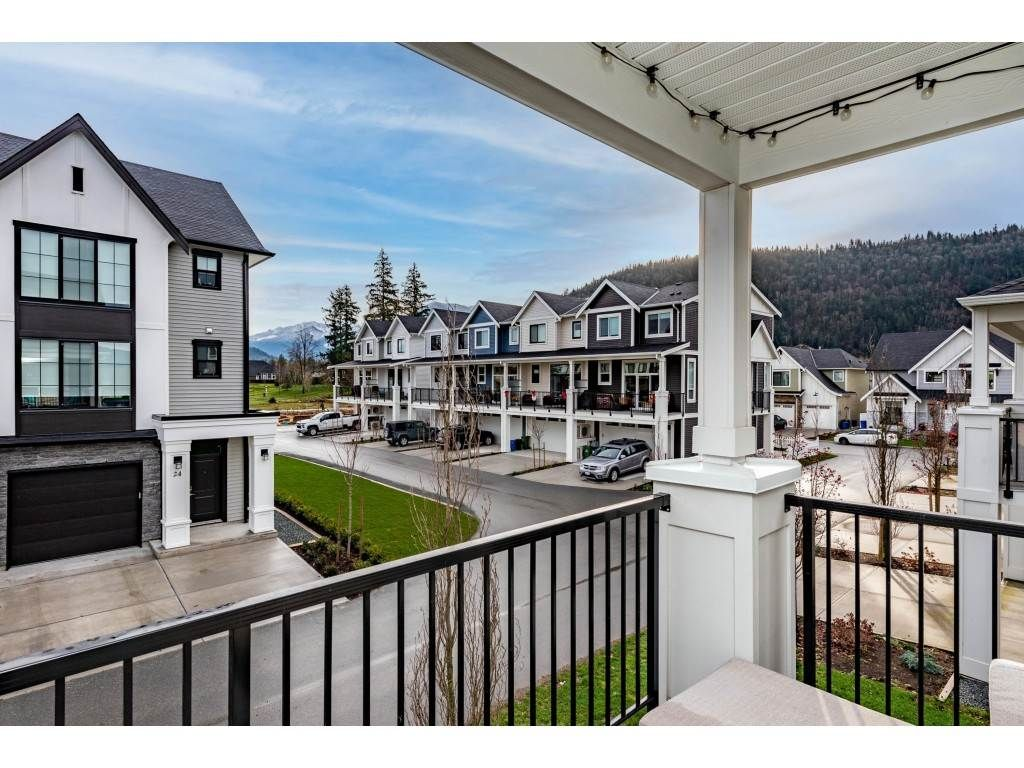 """Photo 4: Photos: 5488 DRIFTWOOD Street in Chilliwack: Vedder S Watson-Promontory Condo for sale in """"WEBSTER CROSSING"""" (Sardis)  : MLS®# R2527096"""
