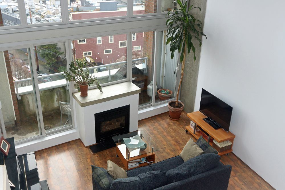 """Main Photo: 817 289 ALEXANDER Street in Vancouver: Hastings Condo for sale in """"THE EDGE HARBOURFRONT LOFTS"""" (Vancouver East)  : MLS®# R2034869"""