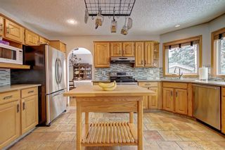 Photo 3: 153 SHAWNEE Court SW in Calgary: Shawnee Slopes Detached for sale : MLS®# C4242330