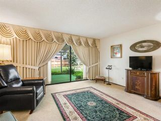 Photo 4: House for sale : 4 bedrooms : 2704 Crownpoint Place in Escondido