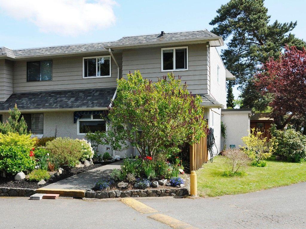 Main Photo: 1 1010 Ellery St in VICTORIA: Es Rockheights Row/Townhouse for sale (Esquimalt)  : MLS®# 669654