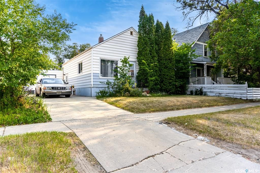 Photo 2: Photos: 2105 20th Street West in Saskatoon: Pleasant Hill Residential for sale : MLS®# SK863933