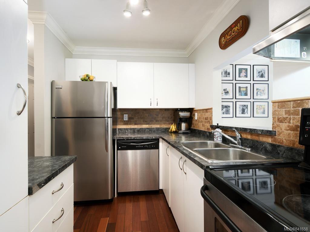 Photo 8: Photos: 101 1039 Caledonia Ave in Victoria: Vi Central Park Condo for sale : MLS®# 841658
