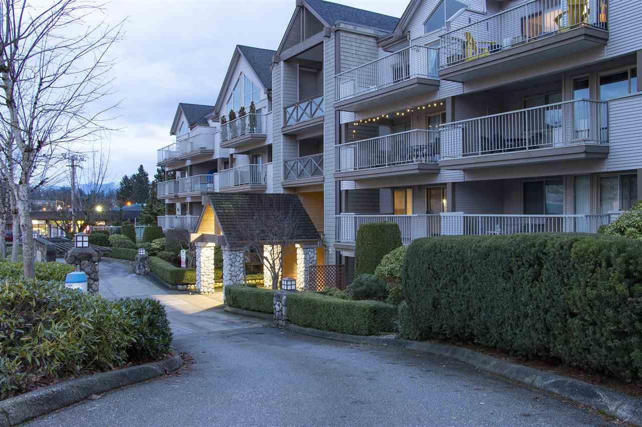 "Main Photo: 412 33478 ROBERTS Avenue in Abbotsford: Central Abbotsford Condo for sale in ""ASPEN CREEK"" : MLS®# R2343940"
