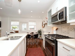 Photo 10: 2 1146 Richardson St in VICTORIA: Vi Fairfield West Condo for sale (Victoria)  : MLS®# 817792